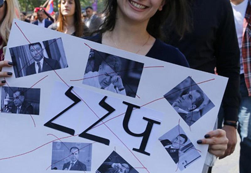 """Игрушечная революция? Протесты в Армении становятся все более странными <span class=""""color_red"""">- ВИДЕО - ФОТОРЕПОРТАЖ</span>"""