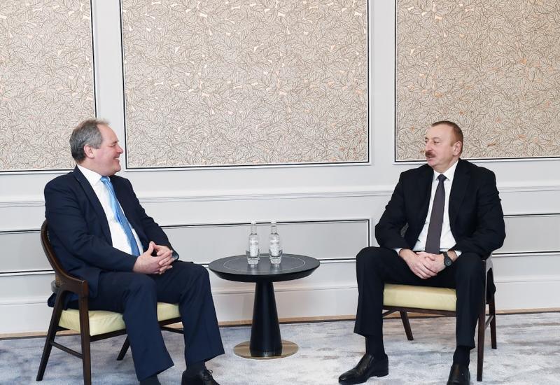 """Президент Ильхам Алиев встретился с группой членов британского парламента <span class=""""color_red"""">- ФОТО</span>"""