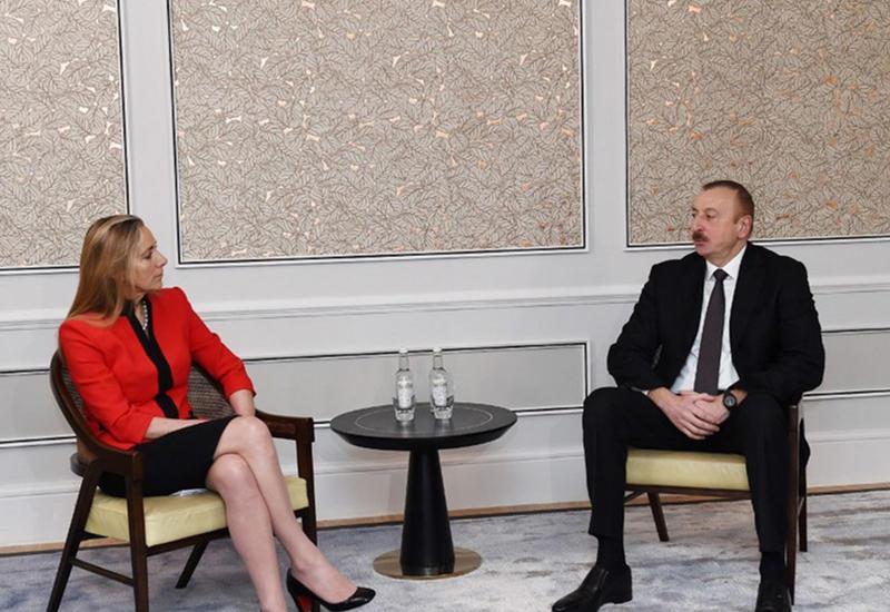 """Президент Ильхам Алиев встретился в Лондоне с госминистром Великобритании по торговле и поощрению экспорта <span class=""""color_red"""">- ФОТО</span>"""