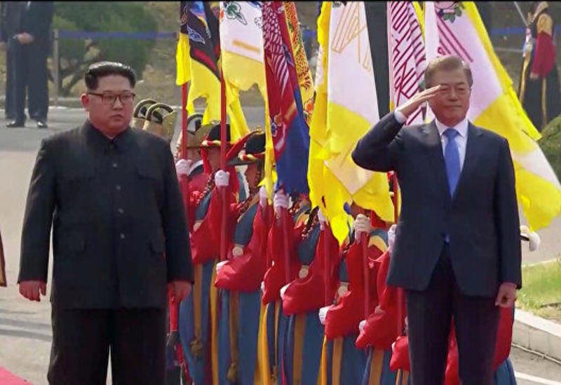 Лидеры КНДР и Южной Кореи сфотографировались и приступили к переговорам