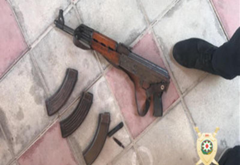В Баку задержаны двое вооруженных лиц