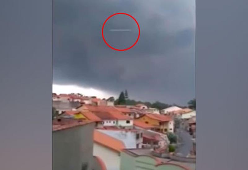 Во время съемки шторма на камеру попал «НЛО»
