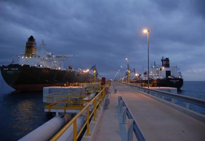 Украина почти полностью зависит от азербайджанской нефти