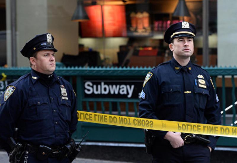 В Нью-Йорке автомобиль въехал в фасад ресторана