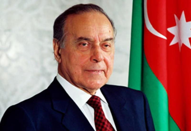 Сегодня - пятнадцать лет со дня смерти Общенационального лидера Азербайджана Гейдара Алиева