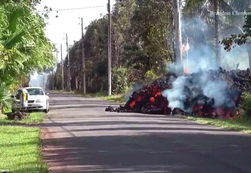 Как потоки лавы уничтожают дома и автомобили на Гавайях