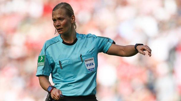 Трансляция футбольного матча вИране подверглась цензуре из-за женщины