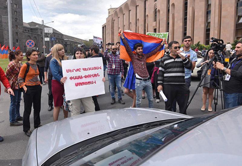 Вошли во вкус - в Ереване продолжают протестовать