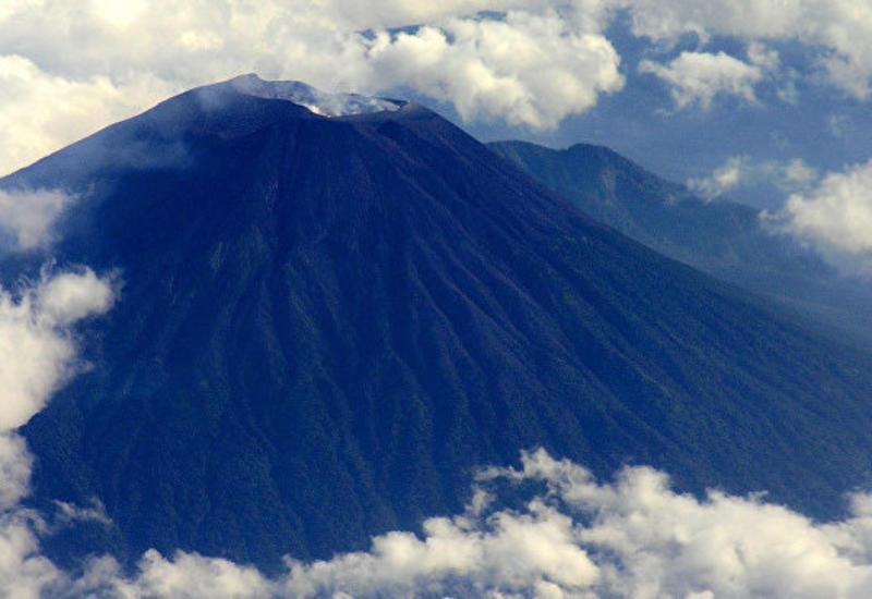 На острове Ява объявлена эвакуацию из-за извержения вулкана