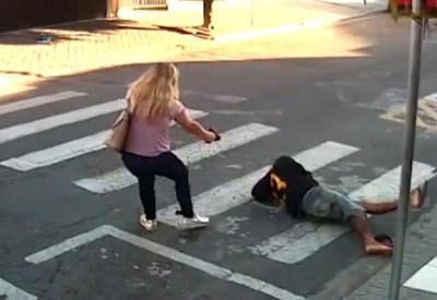 """Женщина расстреляла преступника, защищая себя и детей <span class=""""color_red"""">- ВИДЕО</span>"""