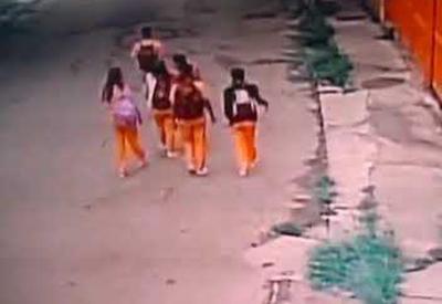 """Полицейские эффективно ликвидировали напавшего на школьников грабителя <span class=""""color_red"""">- ВИДЕО</span>"""