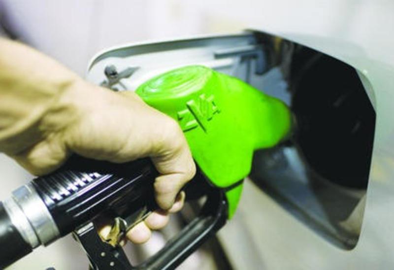 """Avtomobilə qarışıq benzin tökən sürücülər ehtiyatlı olun! <span class=""""color_red"""">- VİDEO</span>"""