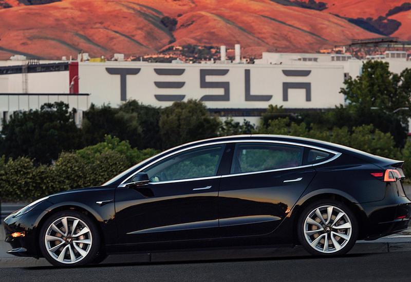 """""""Быстрее, чем BMW"""". Илон Маск рассказал о новой двухмоторной Tesla"""
