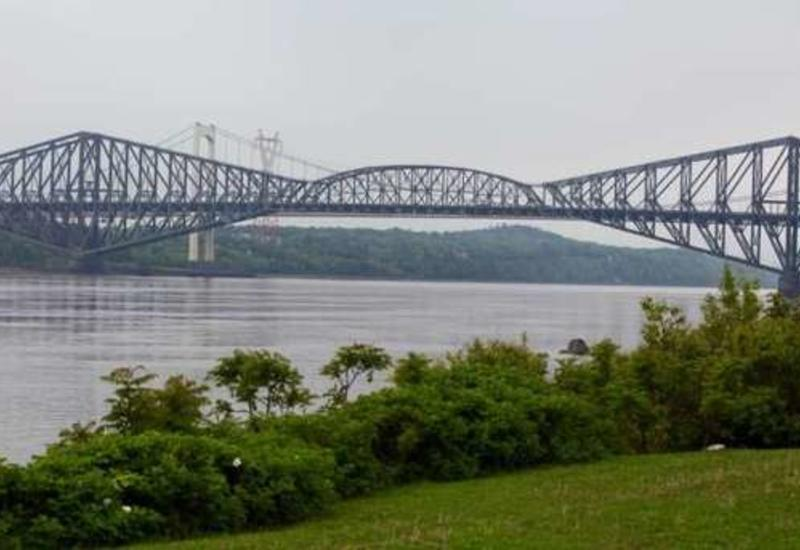 В Канаде туристов задержали за селфи на мосту
