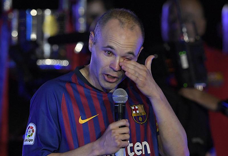 """Покидающий """"Барселону"""" Иньеста не смог сдержать слез на церемонии прощания <span class=""""color_red"""">- ВИДЕО</span>"""