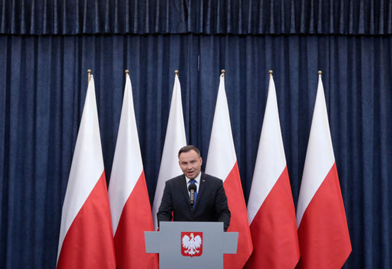 Президент Польши не смог покинуть США