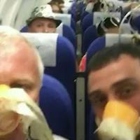 """Пассажиры опубликовали видео из салона самолета, экстренно севшего в Волгограде <span class=""""color_red"""">- ВИДЕО</span>"""