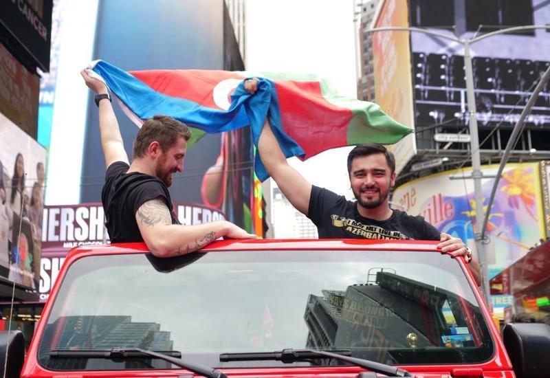 """В Нью-Йорке прошел автопробег, посвященный 100-летию АДР <span class=""""color_red"""">- ФОТО - ВИДЕО</span>"""