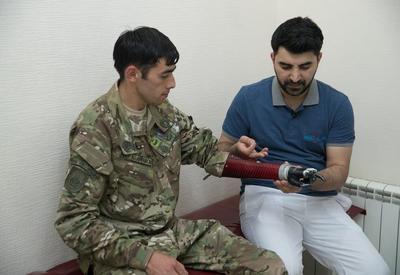 """При поддержке Фонда Гейдара Алиева группа инвалидов Карабахской войны обеспечена высокотехнологичными протезами <span class=""""color_red"""">- ФОТО - ВИДЕО</span>"""