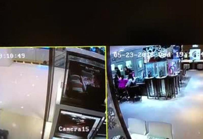 """Двое налетчиков украли драгоценности на миллионы долларов за 27 секунд <span class=""""color_red"""">- ВИДЕО</span>"""