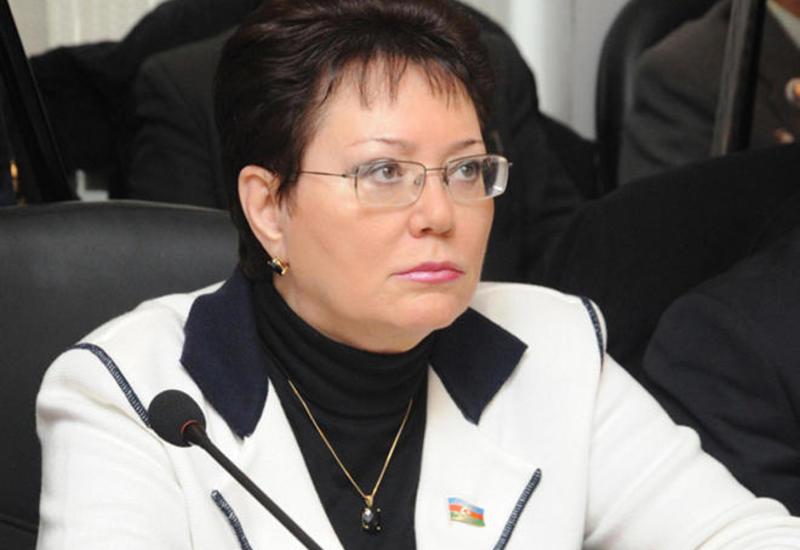 """Эльмира Ахундова удостоена почетного звания """"Народный писатель"""""""