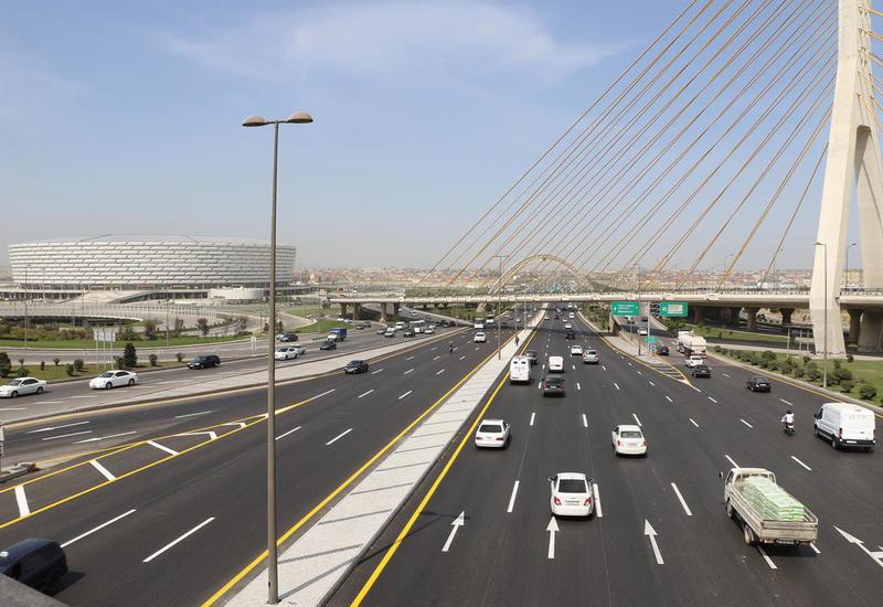 Из-за погодных условий в Баку снижена скорость дорожного движения