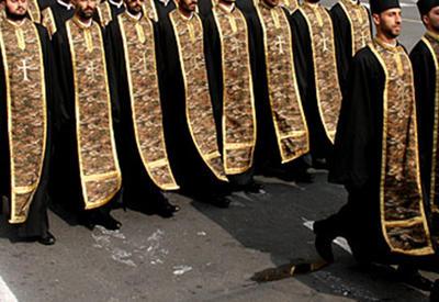 Вот как армянская церковь издевается над армянами России