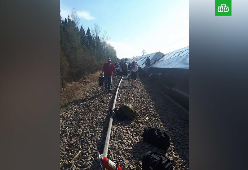 Пассажирский состав сошел с рельсов в Канаде