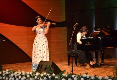 """В Центре мугама состоялся прекрасный концерт в рамках проекта """"Жемчужины классической музыки"""" <span class=""""color_red"""">- ФОТО</span>"""