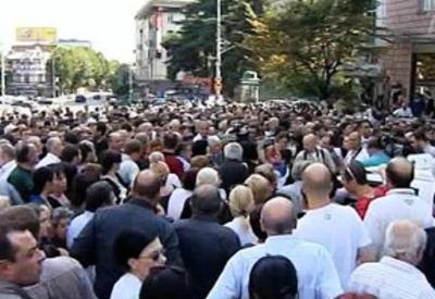 В Тбилиси продолжаются протесты, есть задержанные