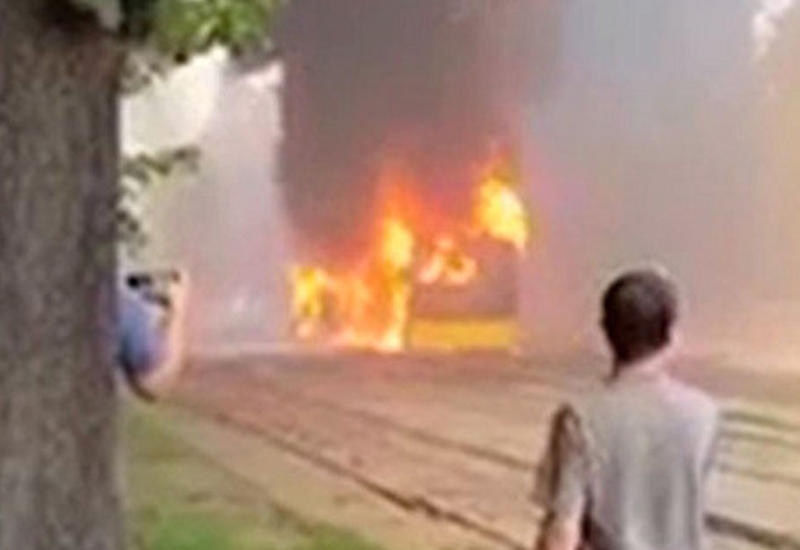 В Киеве на полном ходу загорелся автобус