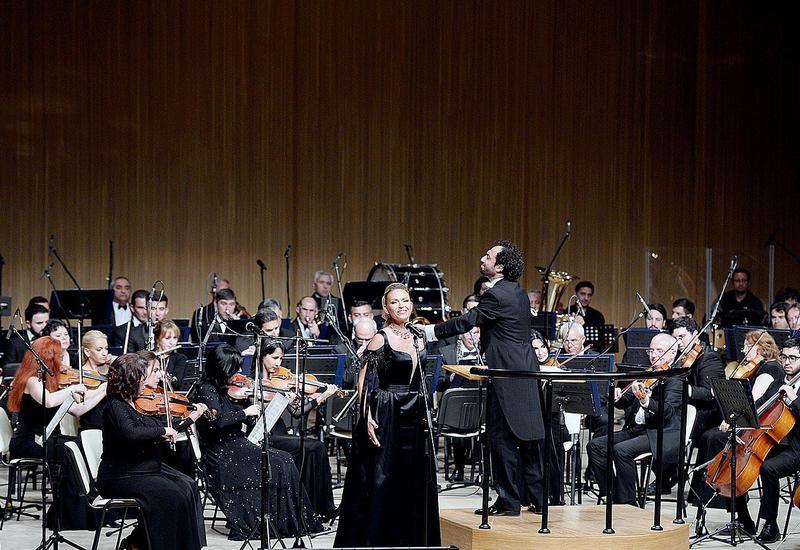 В Центре Гейдара Алиева состоялся концерт известных оперных певцов Яны Меликовой и Аскара Абдразакова