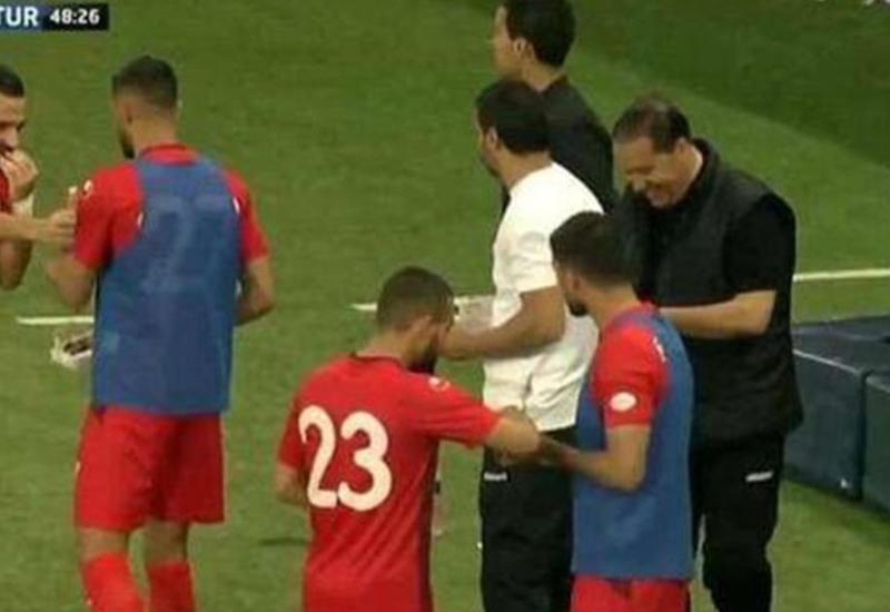 Вратарь-мусульманин нашел способ накормить команду во время матча в Рамазан