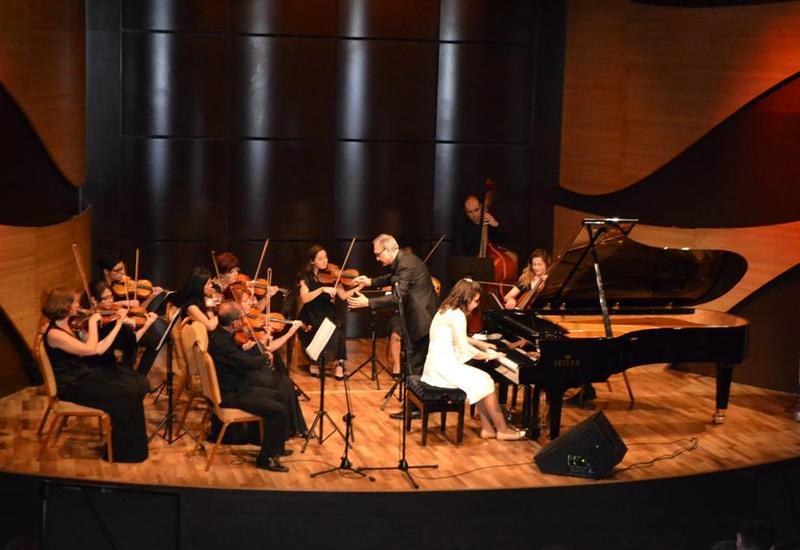 В Центре мугама выступили молодые музыканты в честь 100-летия Гара Гараева