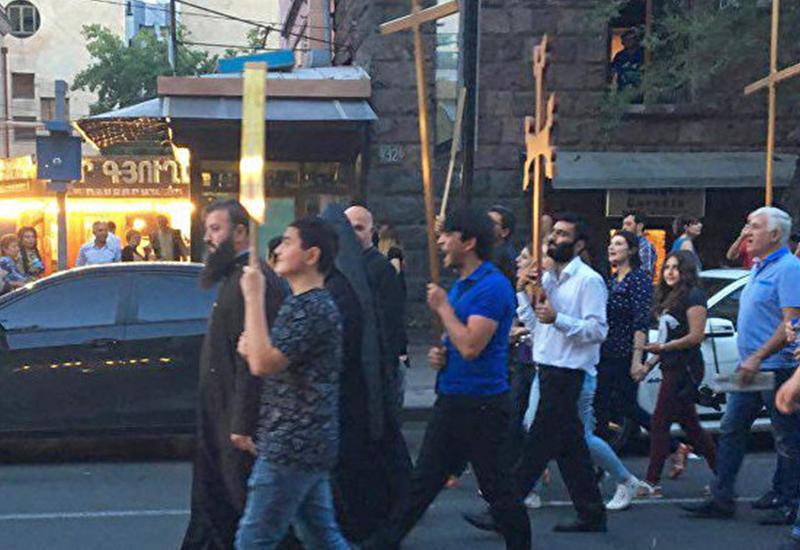 В Ереване потребовали низложения католикоса Гарегина