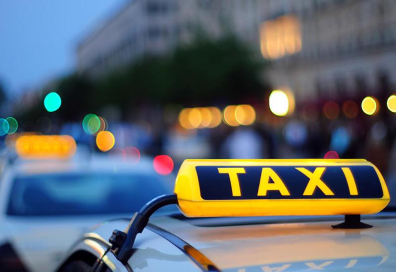 В Азербайджане облегчили получение таксистами знаков отличия