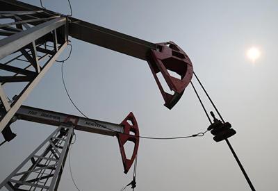 Нефть торгуется разнонаправленно на фоне задержек поставок из Венесуэлы