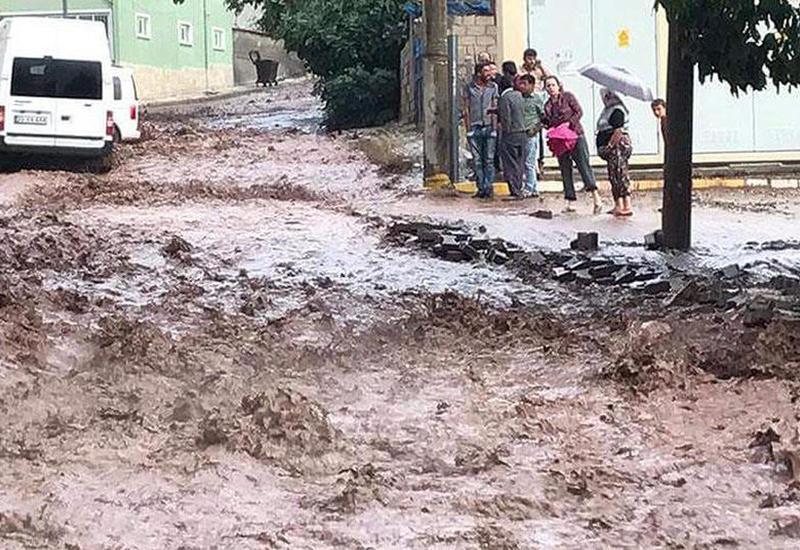 В Шамахинском районе после ливней восстановлены дорога и мост