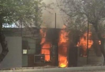В Баку произошел сильный пожар в лакокрасочном цехе