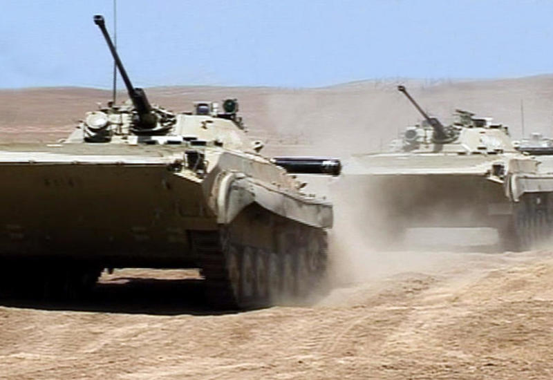 Экипажи БМП азербайджанской армии участвуют в учениях