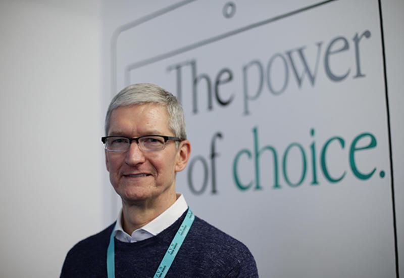 Apple обеспечила всех сотрудников столами для работы стоя