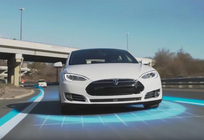В августе автопилот Tesla станет полностью автономным