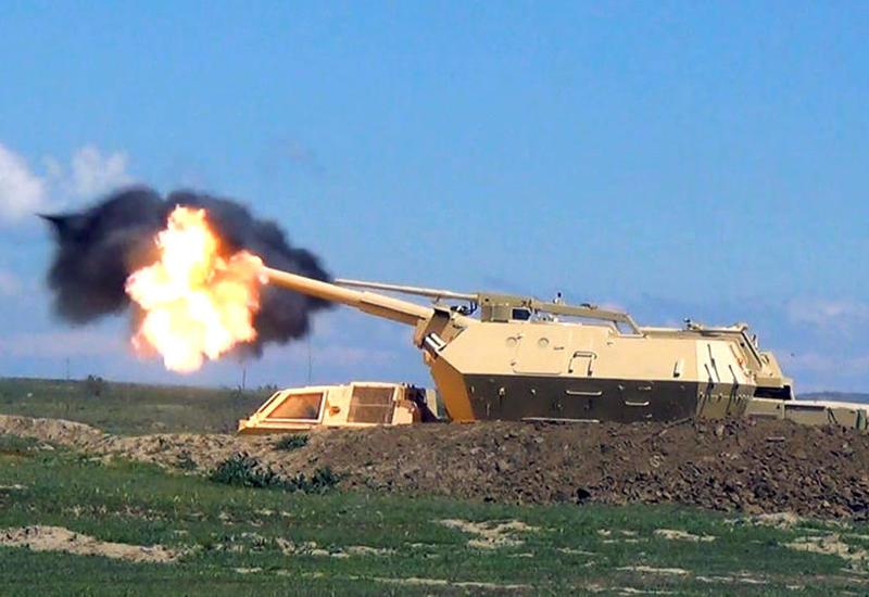 ВС Азербайджана провели практические стрельбы из самоходных артустановок DANA