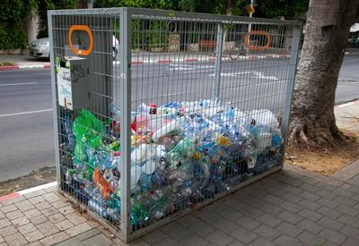 В Баку установят контейнеры для сбора пластиковых отходов