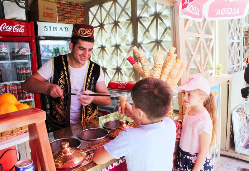 """В Баку открылся летний Фестиваль еды <span class=""""color_red"""">- ФОТО</span>"""