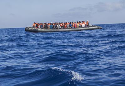 У берегов Испании после крушения судна пропали более 40 мигрантов