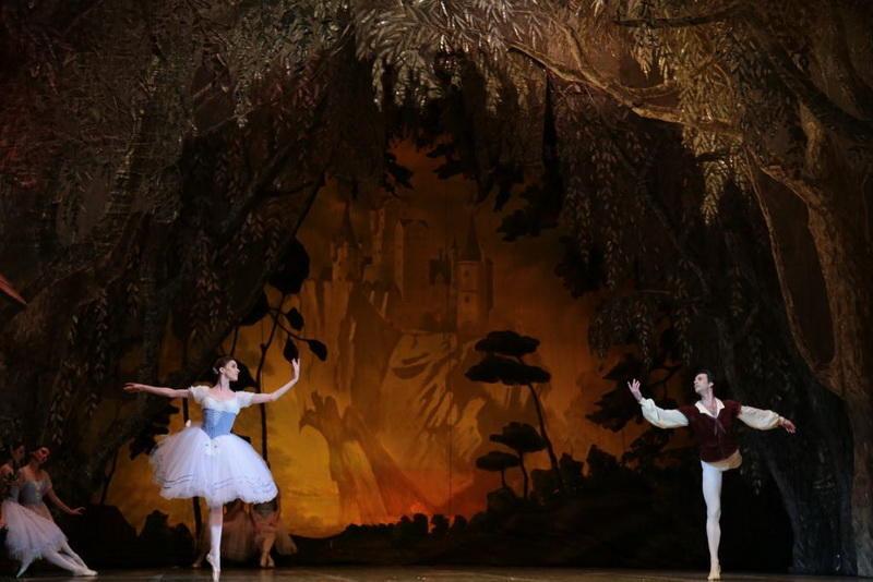"""Балет """"Жизель"""" с участием московских знаменитостей прошел в Баку с ошеломляющим успехом"""