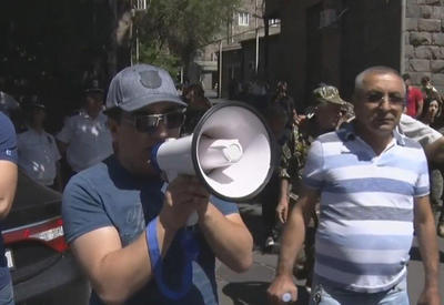 """В Ереване сторонники кровавого генерала подрались с полицией <span class=""""color_red"""">- ВИДЕО</span>"""
