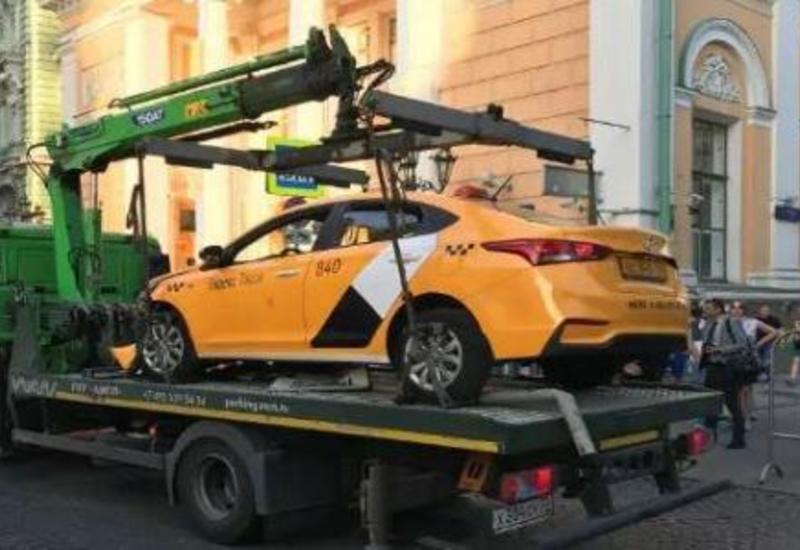 Наезд такси на пешеходов в Москве: ранены два гражданина Азербайджана