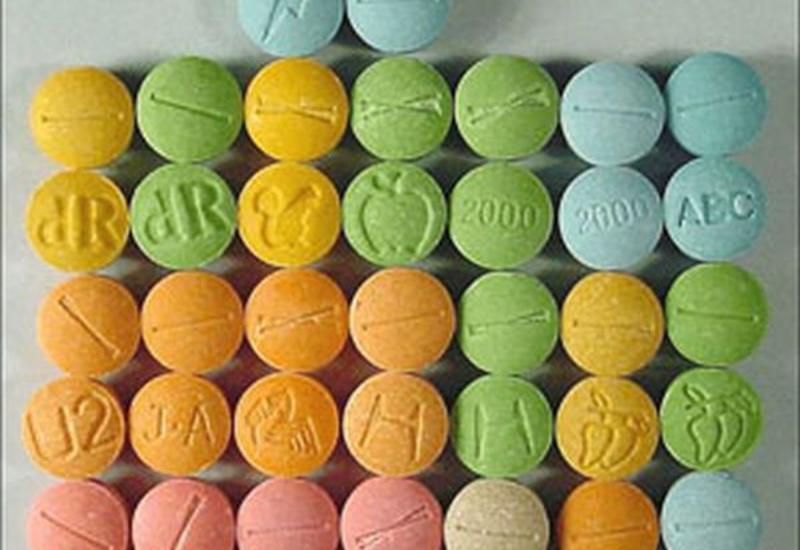 В Таиланде бабушка с внуком нашли чемодан с метамфетамином